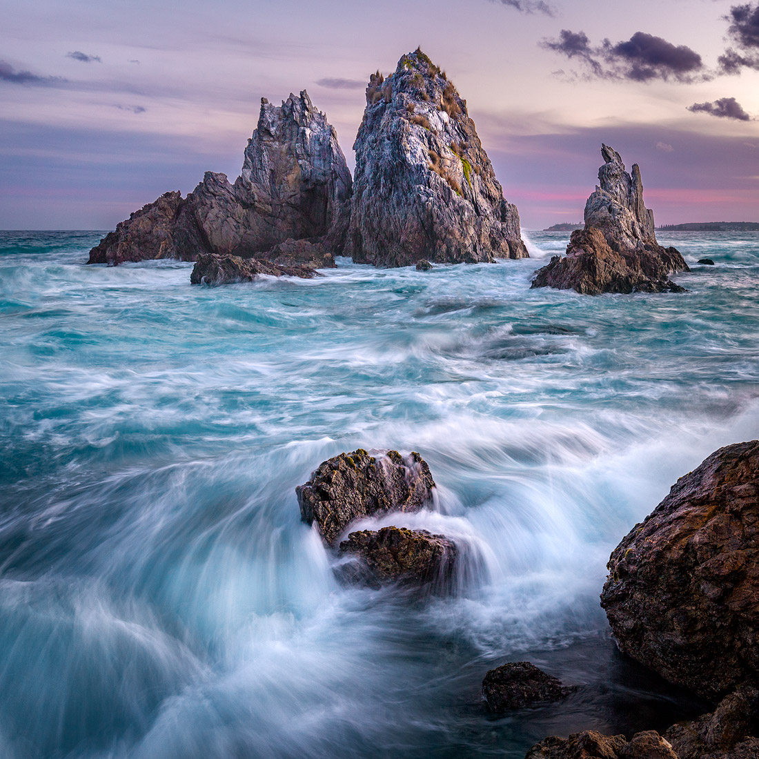 The dynamic chaos of Bermagui's Camel Rock